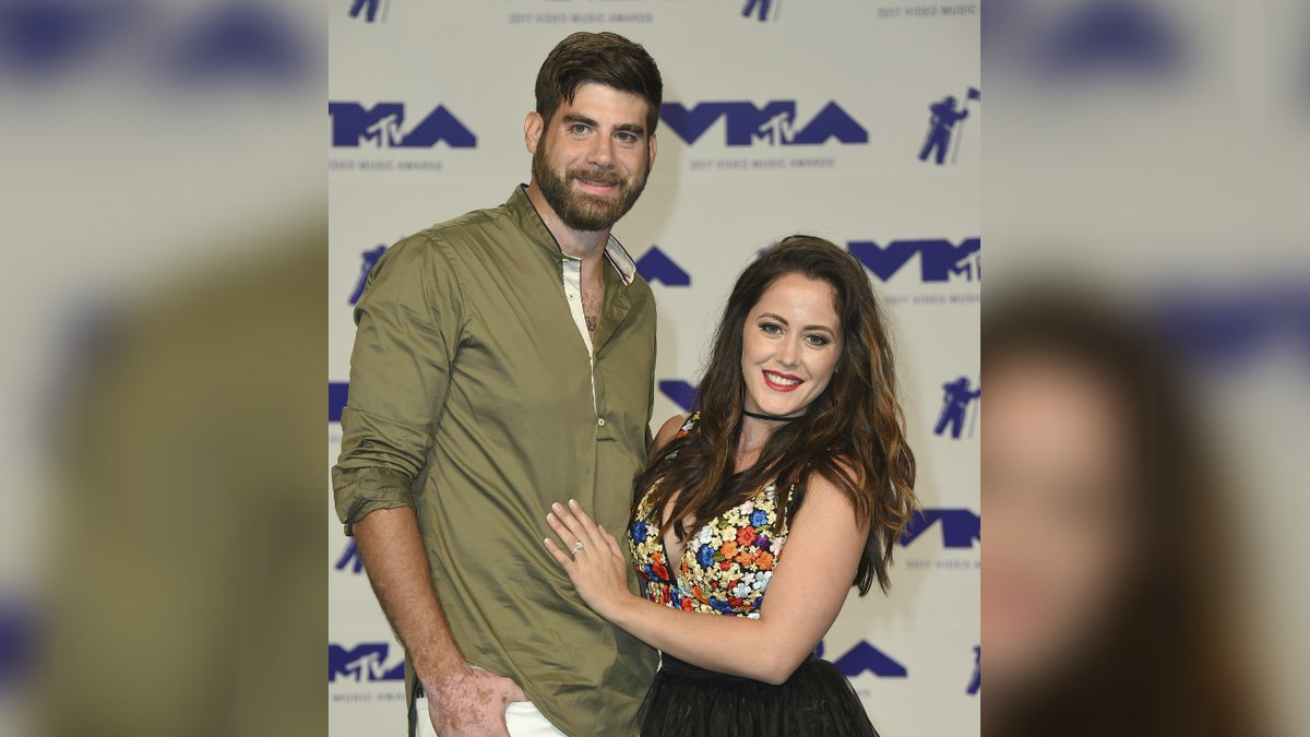 David Eason, left, and Jenelle Evans arrive at the MTV Video Music Awards at The Forum on...