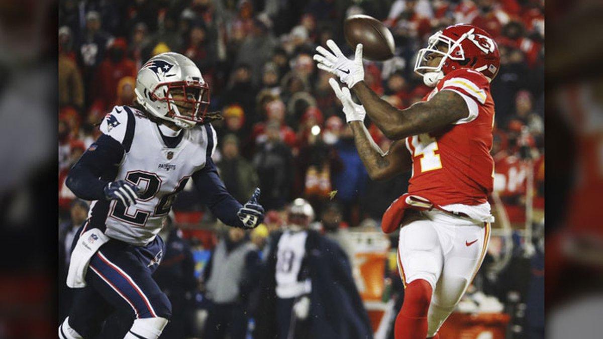 Kansas City Chiefs wide receiver Sammy Watkins (14) makes a reception against New England...