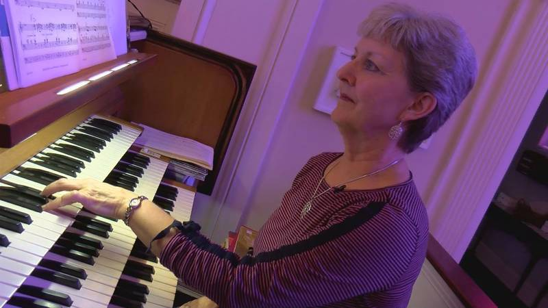 Ruth Spangler can really rock on the organ. (Source: WECT)
