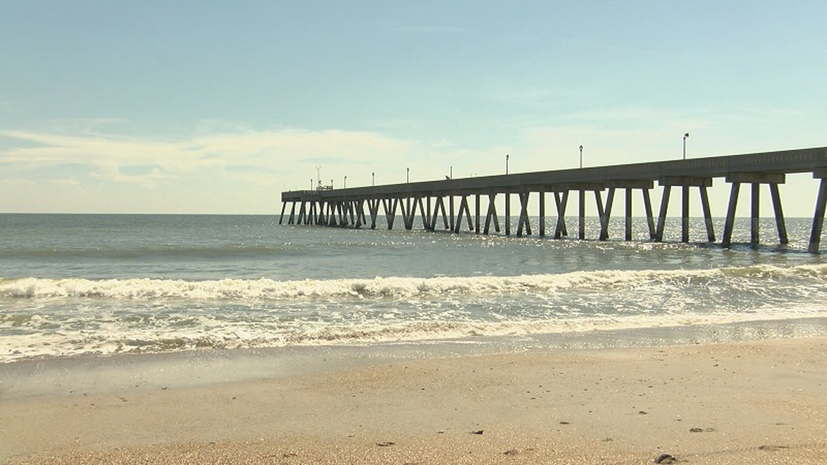 Beach goers avoid swimming in contaminated water