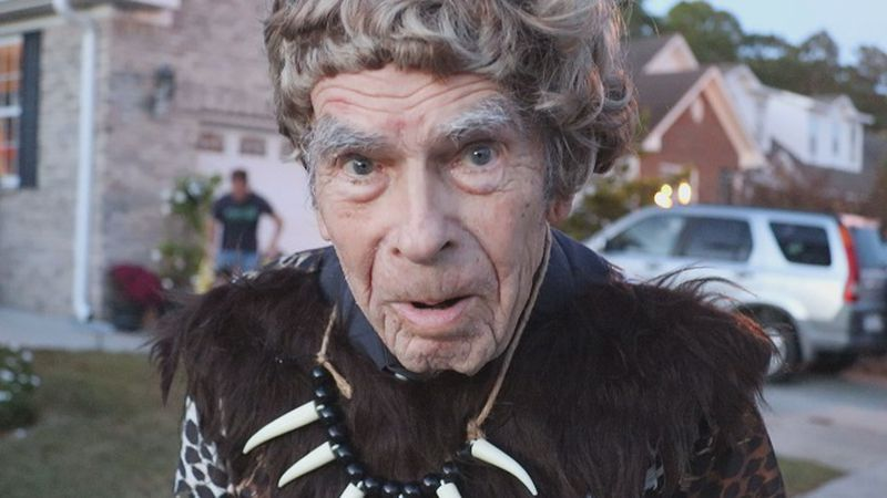 103-year-old George Alsberg trick-or-treating for the 2nd time in his life this Halloween....