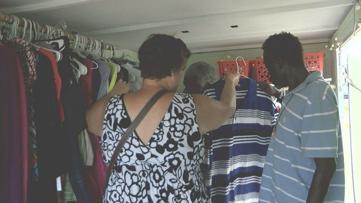 Thrive Community Church gives out clothing to Florence victims. (Source: WECT)