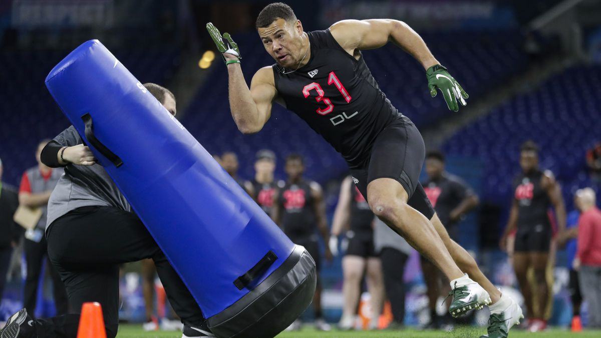 Charlotte defensive lineman Alex Highsmith runs a drill at the NFL football scouting combine in...